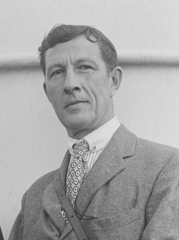 sir_malcolm_robertson